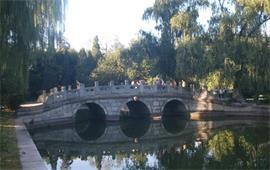 北京大学桥上美景